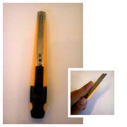 【オルファ小型カッターナイフ】 刃を反転させると左利き用カッターとして使用出来ます。 ¥363(税込)
