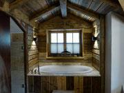 Badewanne im oberen Schlafzimmer