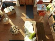 Blick von der offenen Galerie in den Wohnraum