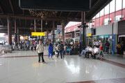 Flughafen Jakarta vor Terminal 1