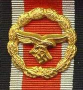 Wstęga honorowa Luftwaffe. Za szczególne akty męstwa i odwagi na polu bitwy dla osób które miały już ŻK 1 kl, a którym nie przysługuje Krzyż Niemiecki ani Krzyż Rycerski