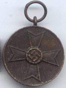 KVK medal cywilny. Medal ten byl ustanowiony przez Himlera 19 sierpnia 1940 roku .Jest odznaczeniem cywilnym nie wojskowym