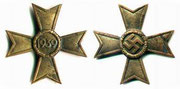 krzyż drugiej klasy bez mieczy ustanowiony przez Himmlera 18 października 1939 roku za wybitne osiągnięcia w działaniach politycznych, umacniania Rzeszy, wielokrotnie nadawany nauczycielom i dzialaczom Nsdap
