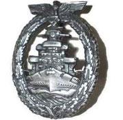 Odznaka za odbycie rejsów bojowych na jednostkach nawodnych.     12 tygodni służby na pancernikach lub krążownikach ale ilość tygodni jest zmniejszona  o 1 lub więcej tygodni gdy :   * Załogant został ranny lub zabity w czasie służby *
