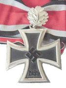 Krzyż Rycerski z liśćmi dębu. dodatkowy stopień krzyża rycerskiego