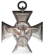 Srebrny krzyż za wysługę lat 18 w policji, istniał jeszcze srebrny medal za 8 lat służby