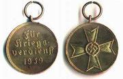 KVK medal cywilny - Medal ten byl ustanowiony przez Himlera 19 sierpnia 1940 roku .Jest odznaczeniem cywilnym. Jest to najniższe odznaczenie polityczne.
