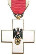 Odznaka Czerwonego Krzyża w latach 1922-1934 dwie klasy po 1934 jako gwiazda , 1 kl oraz Krzyż Miłosiedzia , Czerowny Krzyż,Krzyż Kobiecy, a po 1937 Wielki Krzyż, Gwiazda,1 kl z diamentami,Krzyż Miłosierdzia, 2 kl, Krzyż Kobiecy, Medal Czerwonego Krzyża