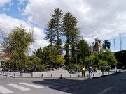 Parque Abdon Calderon, Cuenca, Ecuador