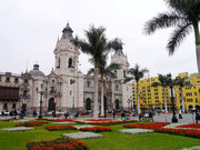 Caterderal in Plaza Armas