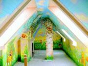 Роспись мансарды, как детской комнаты.