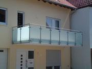 3. Geländer mit Glas-Füllung