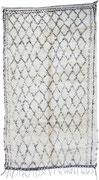 7. Berberteppich,  Mittlerer Atlas, Beni Ouarain,  4. Viertel 20. Jahrhundert, 302 x 172 cm