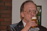Ein seltenes Foto, nach Jahren ein Bier