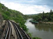 Abenteuerliches hölzernes Viadukt