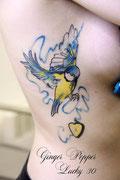 mésange bleu tatouage aquarelle par Ginger pepper chez Lucky30 à nimes. Tattoo bird and heart watercolor