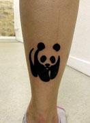 Tatouage Panda noir et blanc réalisé par Ginger Pepper chez Lucky30 tattoo Nimes