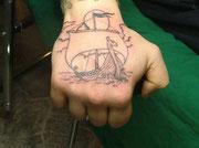 kleines Drachenboot Tattoo Greifswald