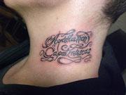 Schrift Hals, Tattoo Greifswald