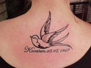 Schwalbe Schriftzug Tattoo