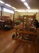 今回は、大島、結城と日本の3大紬と呼ばれる「上田紬」の工房も訪ねました。上田はかつて「蚕都」と呼ばれていたそうです。