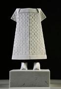 vestito con scarpe, marmo bianco Carrara