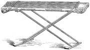 Psaltérion à quatorze cordes Tcheng. Chaque corde rend à vide le fa de la quatrième ligne, clef de fa, et est composée de cinquante-quatre fils de soie. Longueur, 1,49 m ; largeur, 0,229 m.