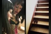 Louise de Ville et Juliette Dragon dans les loges de la Java / chaussures dans l'escalier