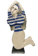 125 Sculpture femme contemporaine ET SON PULL MARINE 32X18CM disponible