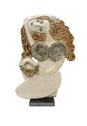 128 Sculpture femme contemporaine ET SA POULE CRACOTTE 29X20CM disponible