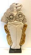 99 Sculpture femme contemporaine DANS SON FAUTEUIL 32X19CM disponible