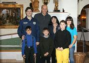 Pressefoto Matthias Laurenz Gräff und Familie mit Ski Weltmeister Michael Walchhofer in Zauchensee