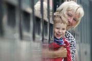 Oma und Enkerl Jan fahren mit der Steyrtal Museumsbahn