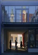 Alte Architektur spiegelt sich in der neuen der FH