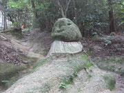 岩を削って作ったお地蔵さん