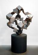 """Metamorphosis - inside out  (M-12)""     H.170x95x100 cm/cor-ten steel/2005 (作家蔵)"