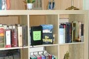 Unser Bücherregal mit dem Moleskine