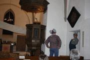 Die Kirchenmäuse Manni und Freddi wähnen sich gut in der Zeit. Es ist der 23. Dezember. Genügend Zeit, um alles für Heilig Abend vorzubereiten.