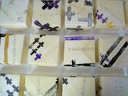 Bodeninstallation 100 x 100 cm aus Papierobjekte 14 cm x 14 cm x 7,5 cm  (Origami Papierfaltkunst) 2011