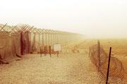 ... und machen natürlich auch vor dem Zaun des Camps nicht Halt.