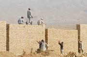 """Das """"Camp Marmal"""" wird die größte Militärbasis in der Geschichte der Bundeswehr. Für die Menschen in Mazar-e-Sharif ist sie der größte Arbeitgeber."""