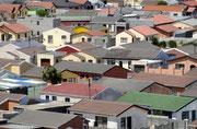 Ein Regierungsprogramm soll jeder Familie ein ordentliches, beheizbares Haus verschaffen und das Leben in den Townships überwinden.