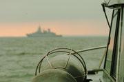 """Auf dem Weg zur """"Sachsen"""", die ruhig im Wasser der Ostsee liegt ..."""