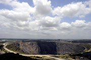 Zum Abschied präsentierte uns Rita einen Blick auf das größte von Menschenhand geschaffene Erdloch Afrikas - die Kupfermine von Phalaborwa.
