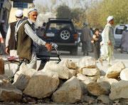 Das Leben in der Innenstadt von Mazar-e-Sharif pulsiert,...