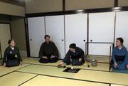 濃茶最終席は櫻井宗幸先生を御正客に迎え各席のお水屋一同に