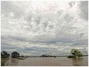 En medio del Río Mekong, próximo a la localidad de Kratie. © Daniel Roca García.