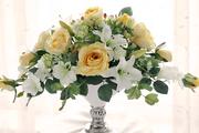 黄バラとユリの弓型アレンジメント W50㎝×H38㎝×D26㎝  30,000円