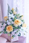 ㊶黄バラとゆりのトライアンギュラー W35㎝×D30㎝×H50㎝ 28,000円