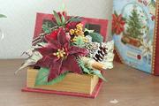 ポインセチアのボックスアレンジ(クリスマス) W15㎝×D13㎝×H15㎝ 4,200円 ギャラリーにて販売